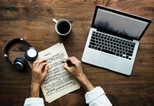 ganar dinero por internet como blogger